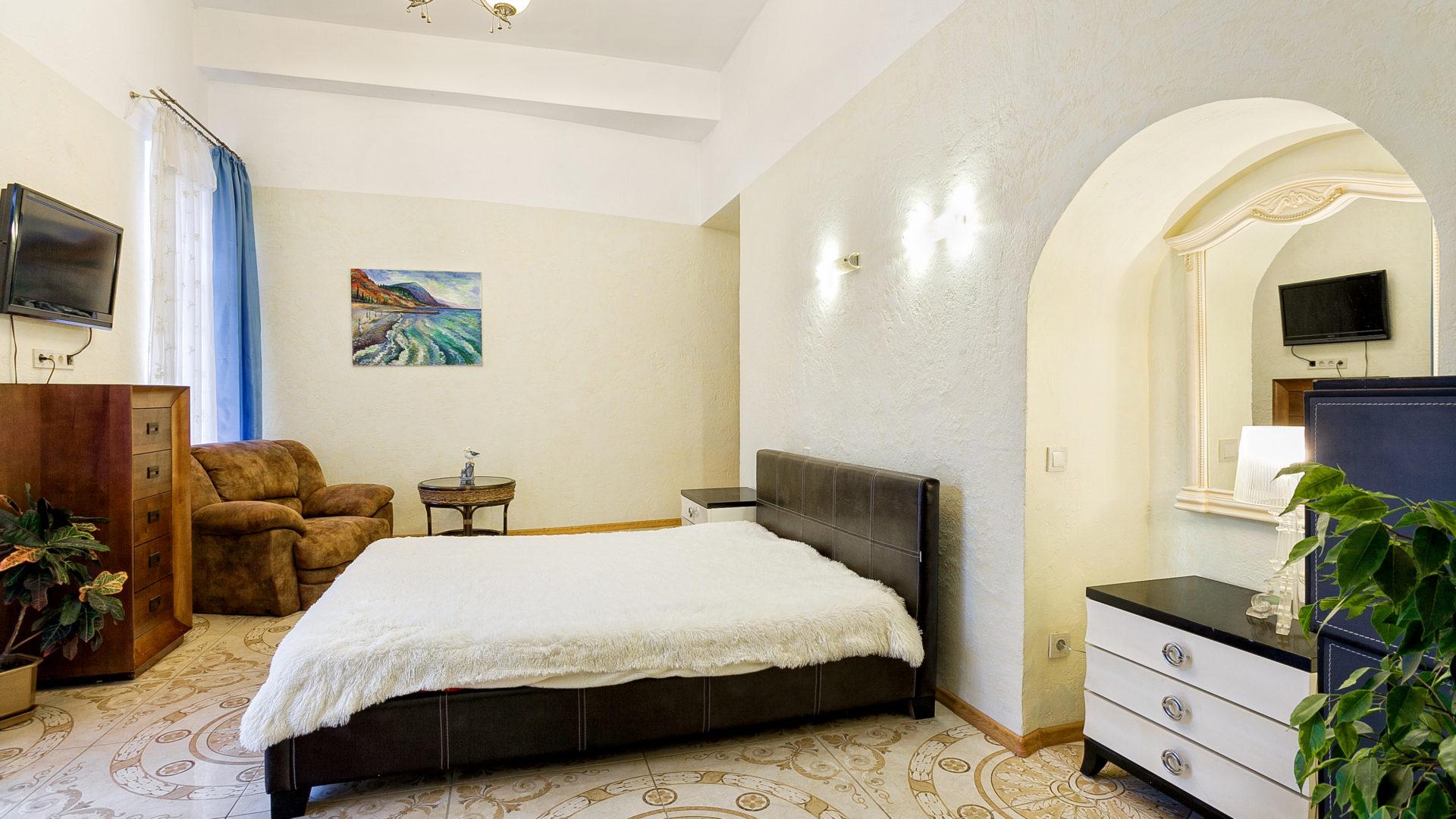 Апартаменты с дизайнерским интерьером в Ялте